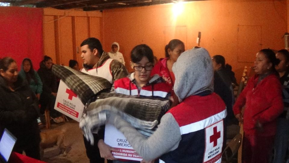 """PARTICIPAN. Bajo el lema """"Ayudar Nos Mueve"""", personal de la Cruz Roja Mexicana Miguel Alemán participó en las intensas acciones de labor social emprendidas del 11 al 21 de diciembre como parte del """"Programa Invernal""""."""