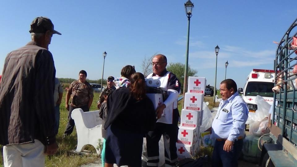 REPARTEN. En total se repartieron más de mil 500 apoyos entre cobertores y despensas alimenticias, además de artículos que servirán para la higiene personal de las familias más vulnerables del municipio.