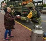 Militares regalan café en Reynosa