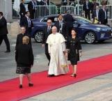 Papa utiliza vehículo híbrido para desplazamientos en Chile