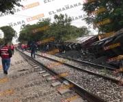 Descarrilan 7 furgones en Tampico; Cae uno sobre casa