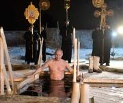 Presidente de Rusia, Vladimir Putin celebra la Epifanía