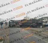 Vuelca camión; hay dos lesionados