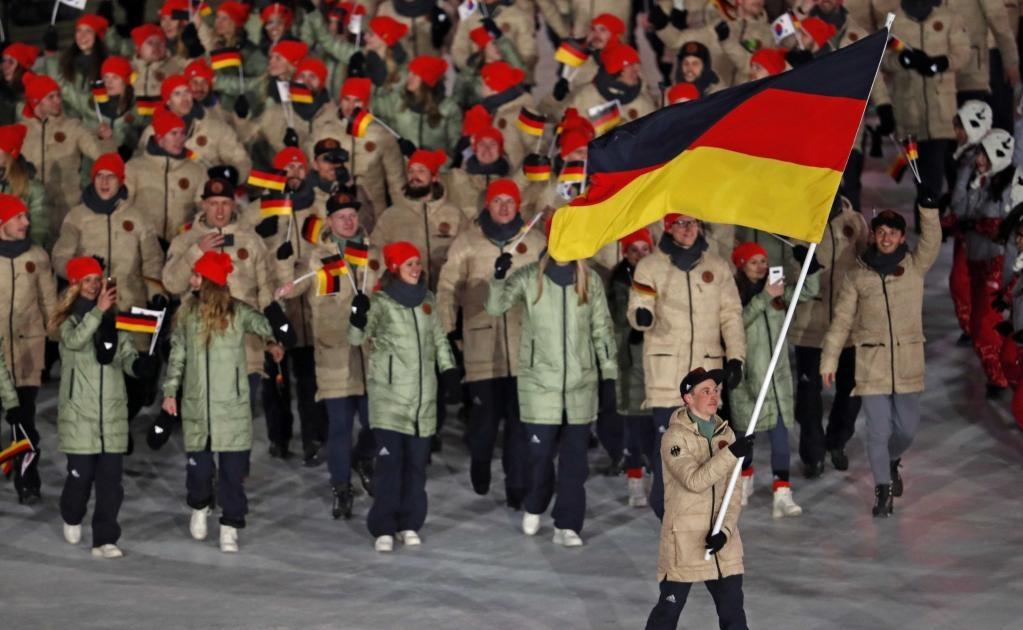 Eric Frenzel con la bandera de Alemania (Foto:REUTERS)