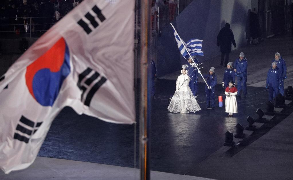 Grecia ingresa al estadio durante la ceremonia de inauguración de los Juegos Olímpicos de Invierno 2018 (Foto: AP)