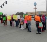 Bloquean madres de familia la carretera Reynosa - San Fernando