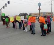 Bloquean 40 madres de familia la carretera Reynosa - San Fernando