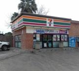 Delincuentes armados asaltan tienda