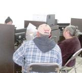 Pagan pensión a adultos mayores