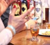 Europeos degustan bebidas espirituosas