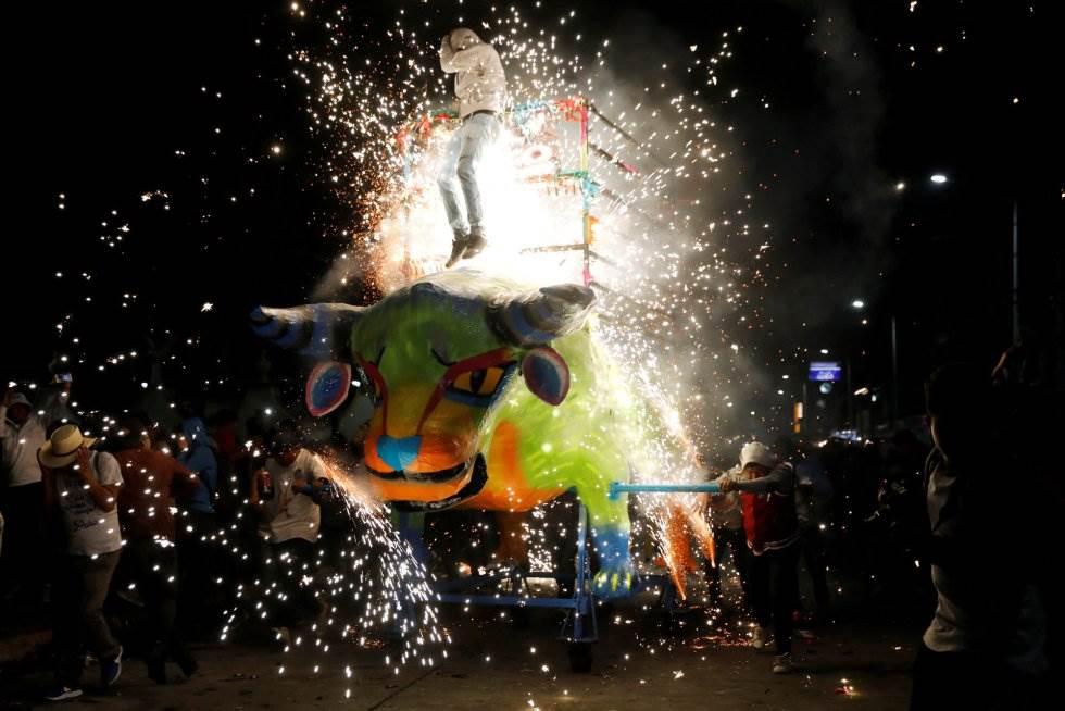 La festividad, sin embargo, estuvo precedida por un incidente un día antes en un polvorín conocido como La Saucera, que causó la muerte de un hombre de 53 años que trabajaba preparando material pirotécnico.