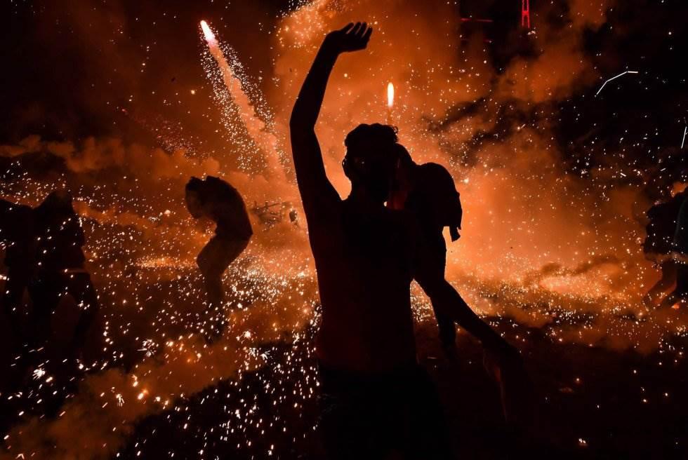 El pasado año la festividad también se vio empañada por una explosión ocurrida dos meses antes en el parque pirotécnico, en el que murieron 42 personas y otras 70 resultaron heridas.