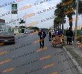Camioneta impacta a vendedor en triciclo