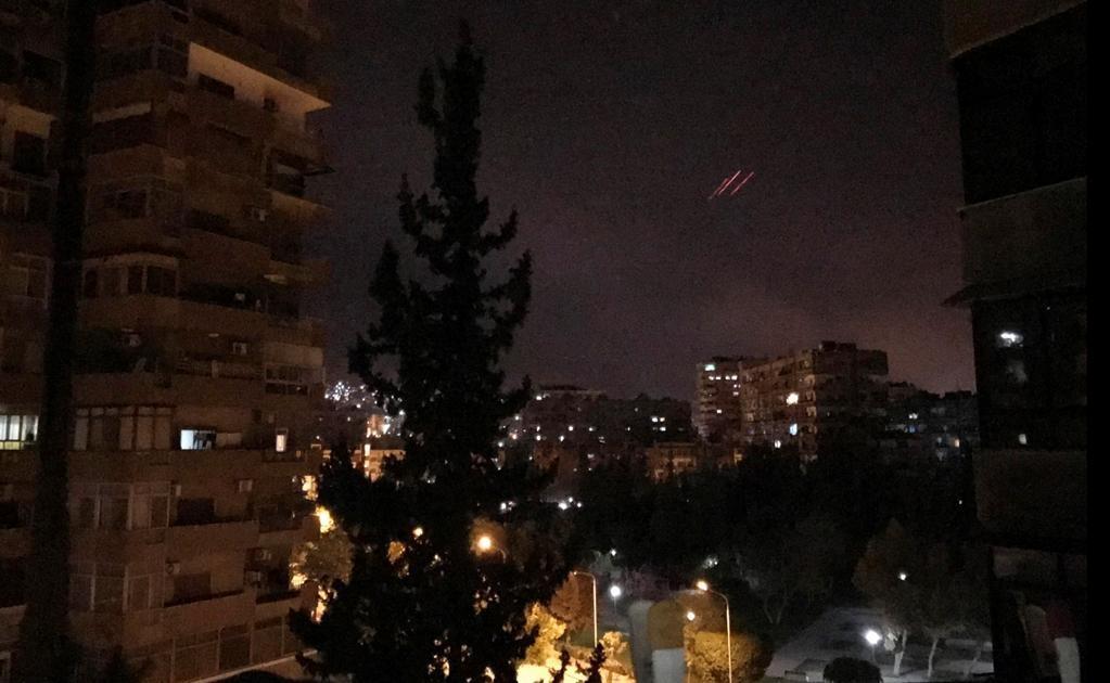 A su vez, la agencia AP informa que se escuchan fuetes explosiones sobre el cielo de Damasco. Foto AP