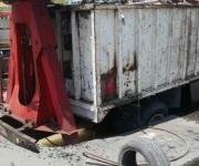 Cae camión en nuevo socavón en la Garza Cantú
