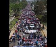 Marchan obreros y maestros del país por el Día del Trabajo