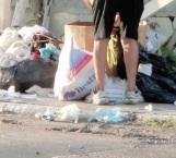 Hurgan entre basura, dejan contaminación