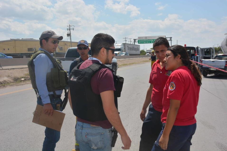En el sitio. Paramédicos de Protección Civil de Río Bravo y personal de Bomberos se concentraron en el lugar pero nada pudieron hacer por salvar la vida de Daniel.