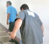 Hombre armado  llega a estación de servicio y  aparenta ser cliente