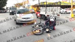 Conductora arrolla y lesiona a motociclista