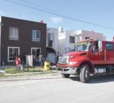 Controlan vecinos incendio de vivienda a causa de un corto