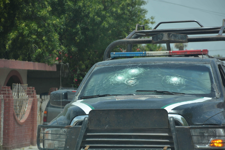 PUNTERÍA. El blindaje del parabrisas soportó el impacto de las balas disparadas en plan homicida.