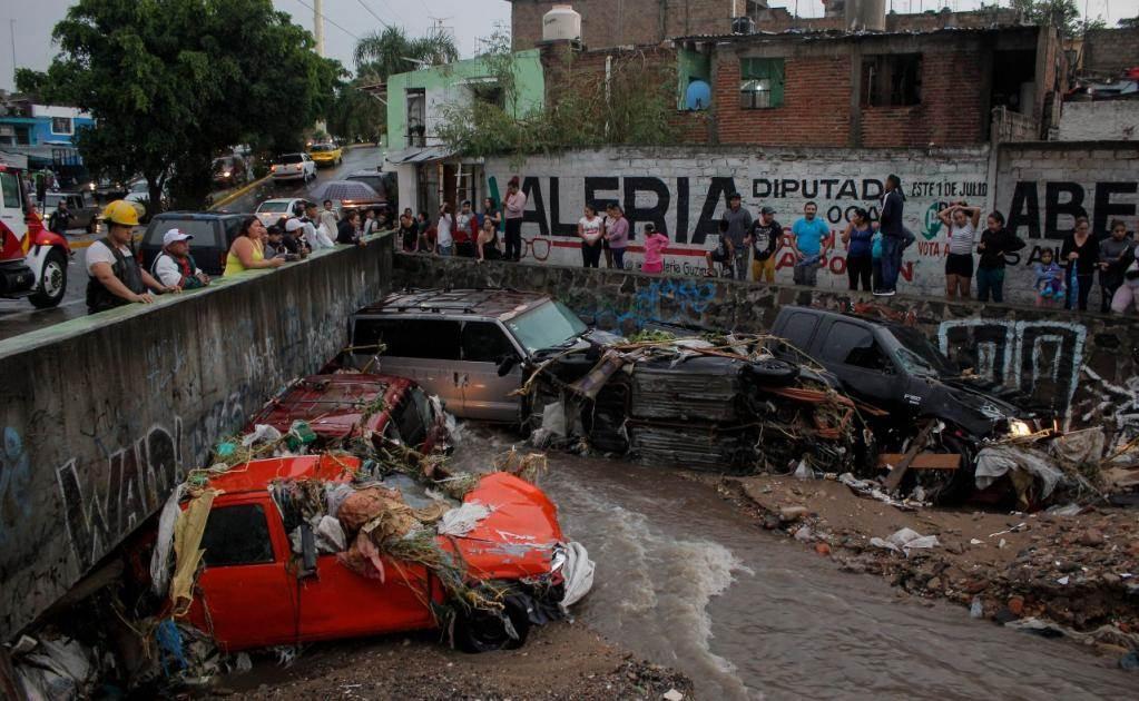 La fuerte tormenta de esta tarde en la zona metropolitana provocó caída de árboles y encharcamientos en zonas comerciales (Foto: Jorge Alberto Mendoza / EL UNIVERSAL)