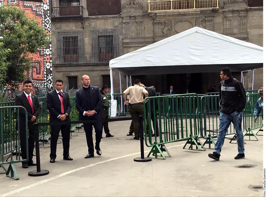 El EMP instaló un dispositivo de seguridad en Palacio Nacional para la reunión entre el Presidente Enrique Peña Nieto y el virtual ganador de la presidencia Andrés Manuel López Obrador.
