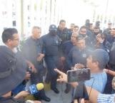 Protestan policías por anomalías