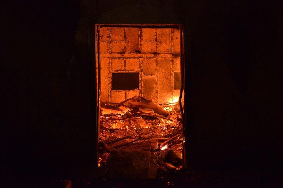 Una casa en llamas cerca de Mati (Grecia).