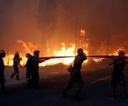 Los incendios que rodean Atenas, en imágenes