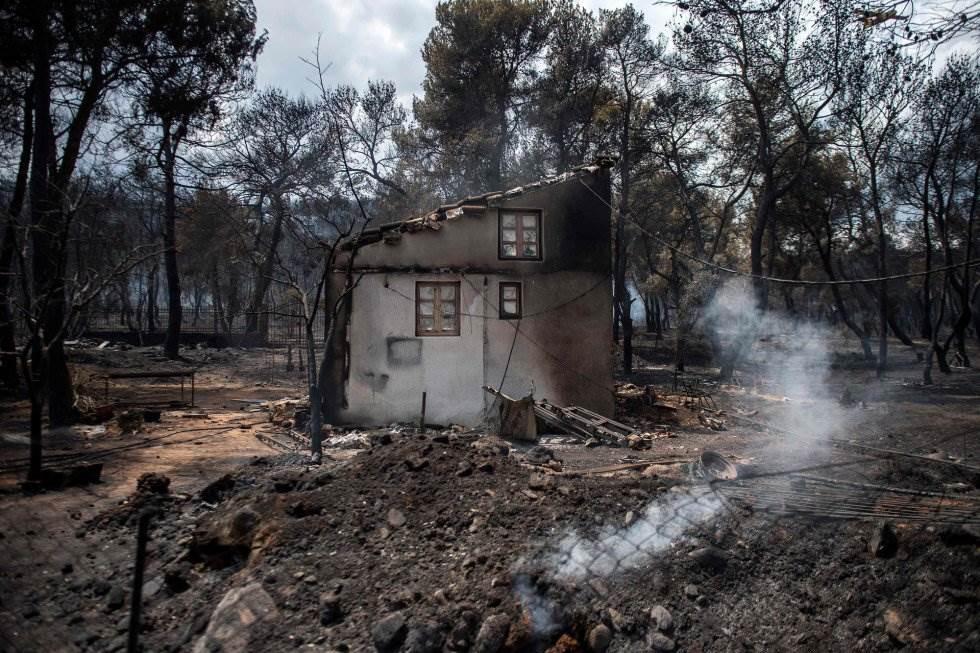 Una casa quemada en el pueblo de Neos Voutzas, cerca de Atenas.
