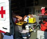 Se estrella motocicleta contra camioneta