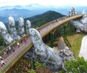 Así es el increíble puente de oro de Vietnam, sostenido en las alturas por manos gigantes
