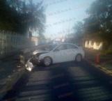Ebrio derriba poste tras impactar su auto, en Reynosa