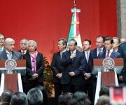 Tira AMLO la Reforma Educativa frente a Peña Nieto
