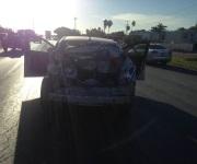 Embiste tractocamión a 2 vehículos; reportan un par de lesionados
