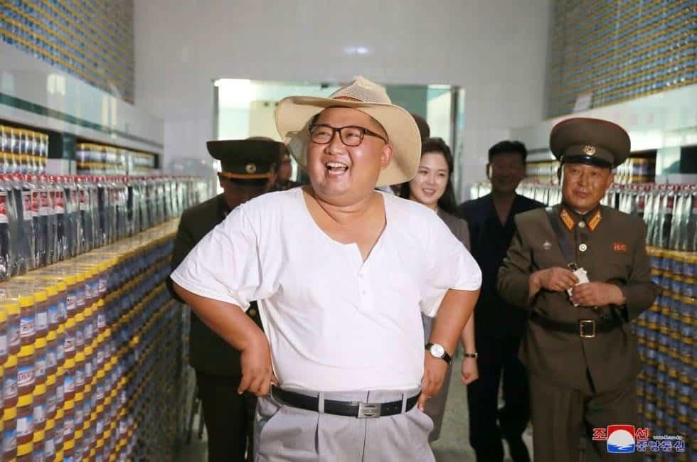 El líder norcoreano durante su visita a una fábrica en Corea del Norte.
