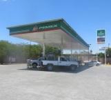 Asaltan gasolinera y a empleado