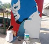 Retocan dibujo de luchador en puente