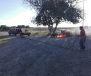 Se incendia automóvil por carretera Ribereña