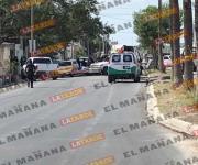 Pistoleros agreden a policías; cae sujeto herido