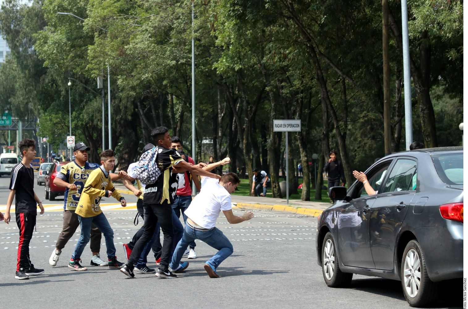 De acuerdo con reportes, los agresores de estudiantes de la UNAM que marchaban en Ciudad Universitaria, se trataría de porros de la institución quienes repudian el llamado de seguridad de los estudiantes.