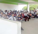 'Estrenan' aulas en obra negra…