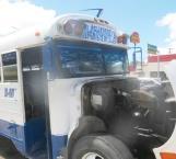 Conato de incendio de microbús asusta a pasajeros y se bajan