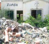 Viviendas abandonadas convertidas en basureros clandestinos y nido de vagos