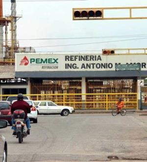Pelean criminales refinería y ductos