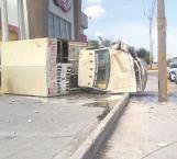 Lesionado camionero al volcarse en una curva