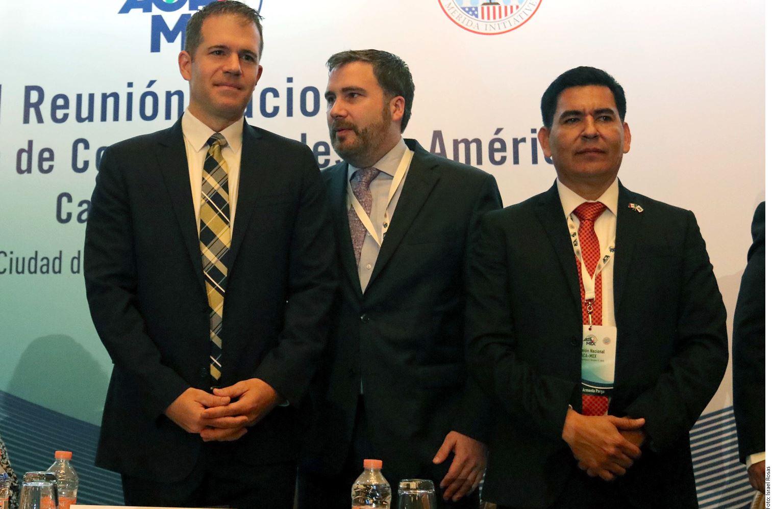 A México le urge voluntad para acelerar el proceso de certificación internacional para sus prisiones, manifestó Richard Glenn (izq.), subsecretario adjunto del Buró de Asuntos Antinarcóticos y Aplicación de la Ley del Departamento de Estado de EU.