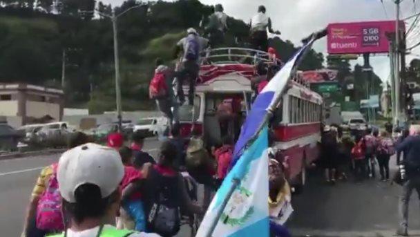 Trump enviaría ejército para cerrar frontera con México por inmigrantes